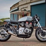 Poderosa y deportiva Yamaha XJR 1300 de Old Skool Customs