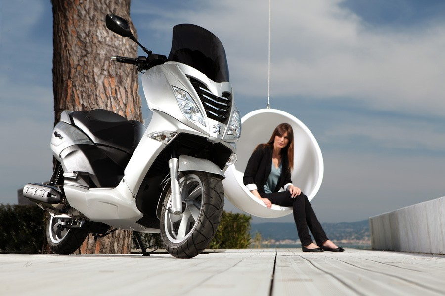 © Peugeot Scooters.