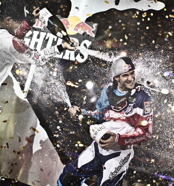 © Balazs Gardi/Red Bull X-Fighters.