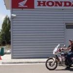 13 años dando la vuelta al mundo en una Africa Twin. Ian Coates visita Montesa Honda