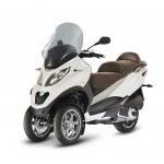 Piaggio demanda en Italia a Peugeot Scooters y Yamaha