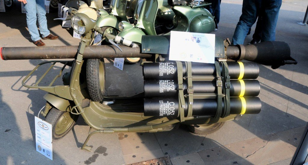 Vespa-conParacadute-59