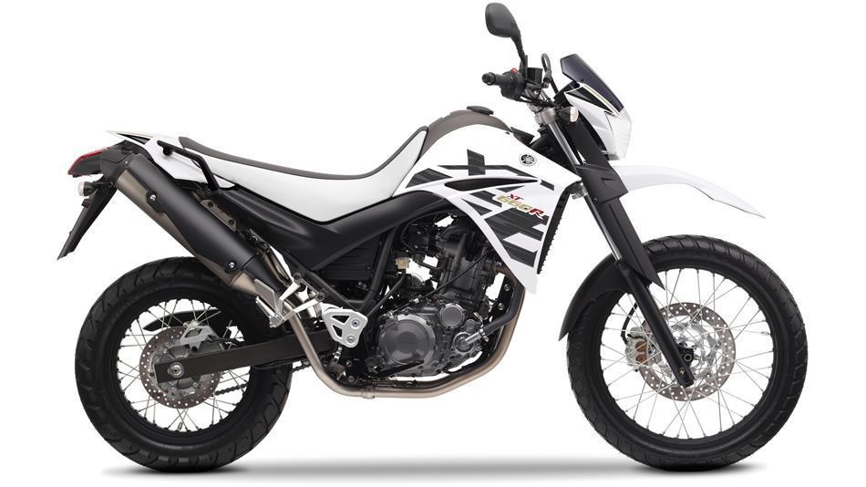 2014-Yamaha-XT660R-EU-Sports-White-Studio-002