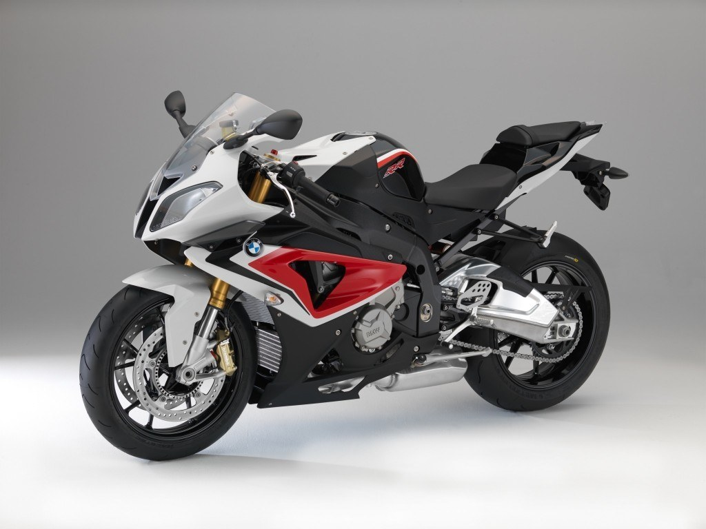 2014-bmw-s1000rr-changes-colors_1