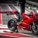 Ducati Panigale 1199R frente a los Audi RS6 y R8 V10 en circuito