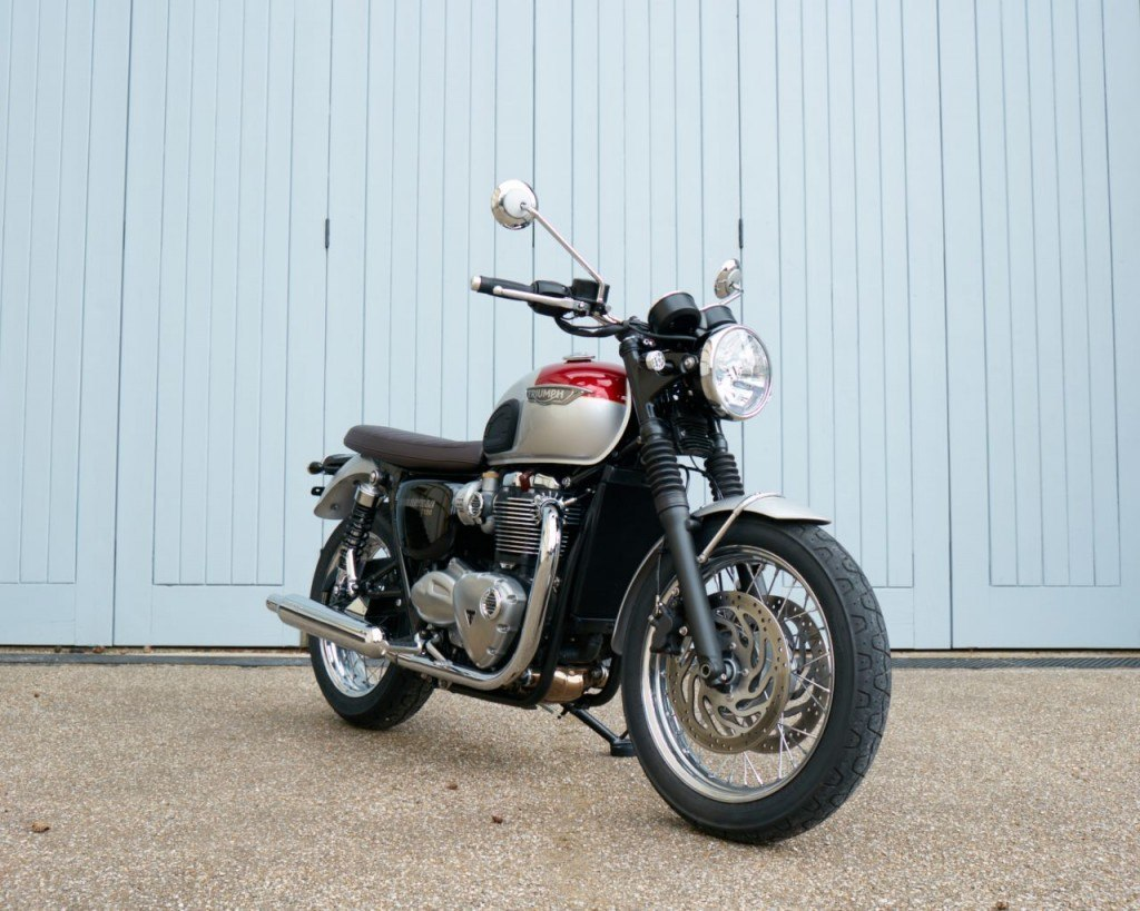 2016-triumph-bonneville-t120-and-t120-black-first-photos-look-smashing-photo-gallery_6