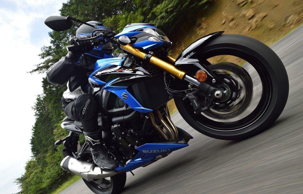 Suzuki naked 750 cc