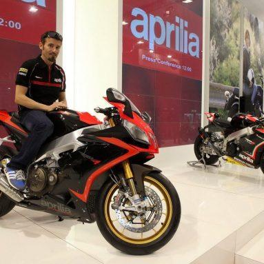 Biaggi presenta la Aprilia RSV4 Factory 2013 en Intermot