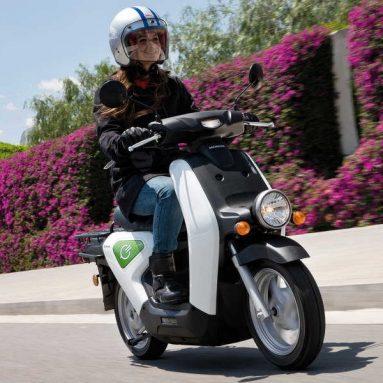 El Honda EV-neo rueda por las calles de Barcelona