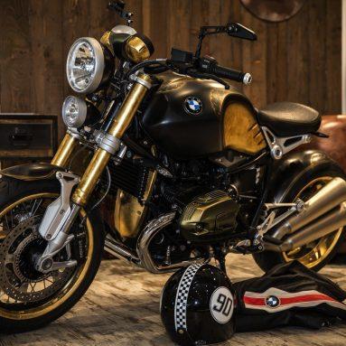 BMW Motorrad R nineT 2015 acabada en oro y tatuada