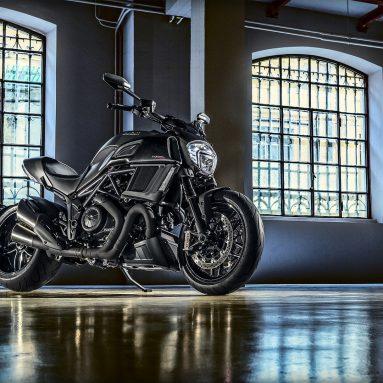 Ducati Diavel Carbon 2017, un caballo de batalla en la autopista.