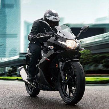 Suzuki GSX250R 2017, deportiva y muy manejable