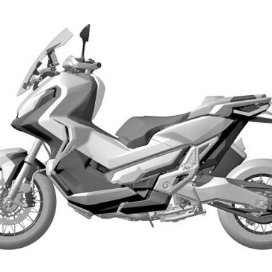 Honda X-ADV 2017 con un vídeo