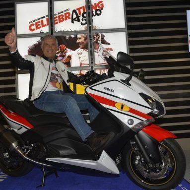 """Yamaha TMAX 530 """"AGO"""", el regalo de Yamaha a Giacomo Agostini por su 70 cumpleaños"""
