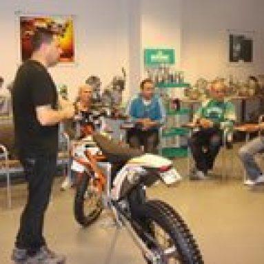 La 690 Duke y  la 350 Freeride protagonistas del cursillo de mecánicos impartido por KTM España