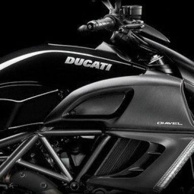 Ducati Diavel, ahora también en un espectacular negro diamante
