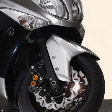 Equipa tu TMAX 500 con los nuevos kits Galfer Wafe