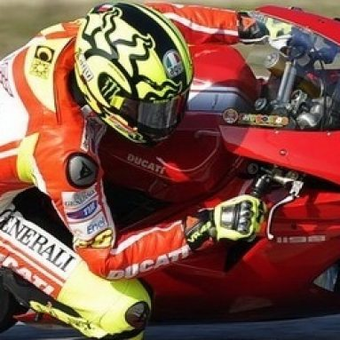 Imágenes de Valentino Rossi en Misano sobre la Ducati 1198