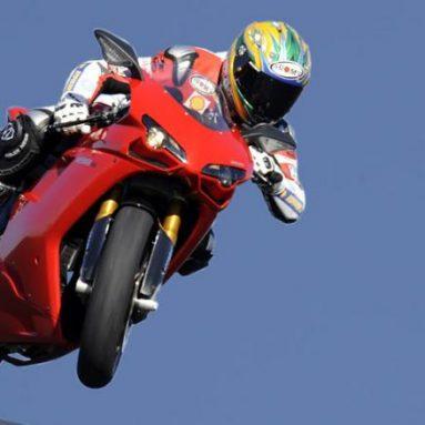 Imágenes y video oficial de la Ducati 1198 '09, una nueva oportunidad para ver a Bayliss en acción