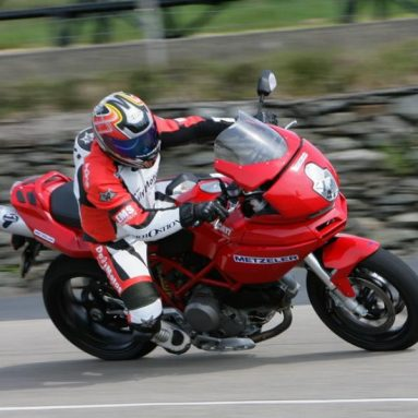 Javi Valera prueba los Metzeler Roadtec Z6 en la Isla de Man