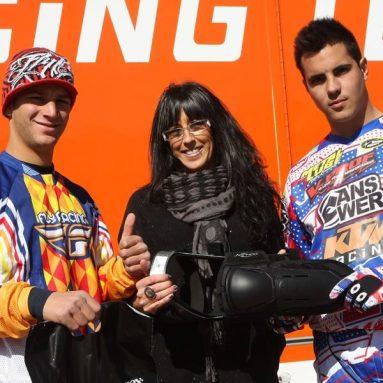 Los pilotos de KTM España protegidos con las rodilleras Donjoy