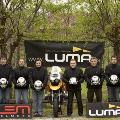 LEM y Tucano Urbano equipamiento oficial de los motoristas de la vuelta ciclista