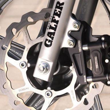 Mejora el look y frenada de tu Scoopy con el nuevo kit Galfer KC 004