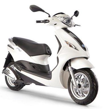 El scooter global Piaggio Fly se renueva en el EICMA