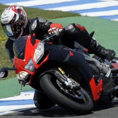 Probamos la Aprilia RSV4 2009 en el circuito de Jerez