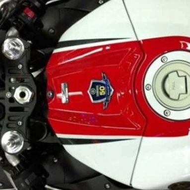 Filtradas imágenes de la Yamaha YZF-R1 2012 y R1 edición especial 50 aniversario