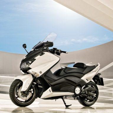 Yamaha T-Max 2012, un poco más moto que nunca