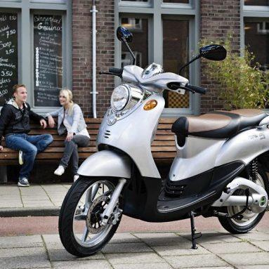Nimoto, el scooter eléctrico holandés, llega a España de la mano de Nimoto Ibérica