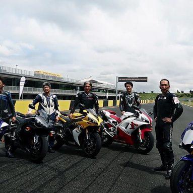 Todas las Yamaha YZF-R1 juntas en la presentación del último modelo