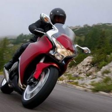 Video · Anuncio de la Honda VFR1200F 2009