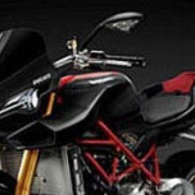 Video de la visita de Troy Bayliss a Ducati. Más imágenes sobre la 1098 Streetfighter 2008