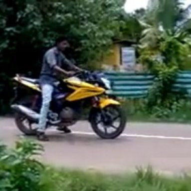 Cuidado con ocupar la carretera intentando hacer stunt